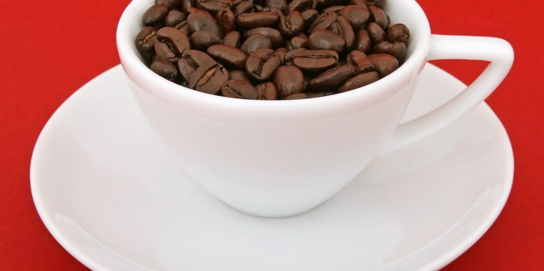 jaki ekspres do kawy ze spieniaczem wybrać