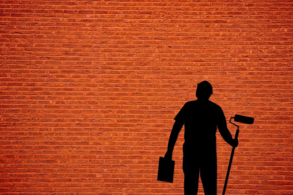 jak wyczyścić ściany przed malowaniem